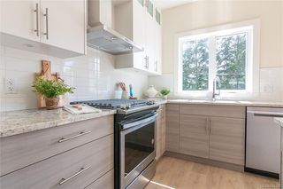 Photo 9: 402 2130 Sooke Rd in Colwood: Co Hatley Park Row/Townhouse for sale : MLS®# 842387