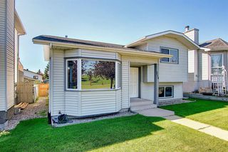 Photo 2: 2115 24 Avenue NE in Calgary: Vista Heights Detached for sale : MLS®# A1018217