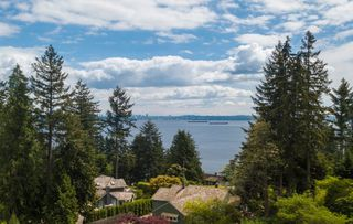Main Photo: 448 WESTHOLME Road in West Vancouver: West Bay House for sale : MLS®# R2528735
