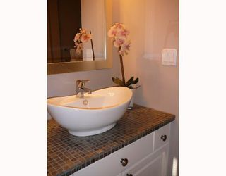 """Photo 4: 201 1528 BOWSER Avenue in North_Vancouver: Norgate Condo for sale in """"ILLAHEE"""" (North Vancouver)  : MLS®# V762847"""