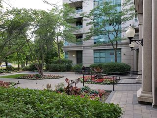 Main Photo: 706 1 Emerald Lane in Vaughan: Crestwood-Springfarm-Yorkhill Condo for sale : MLS®# N4565201