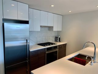 """Photo 3: 506 3557 SAWMILL Crescent in Vancouver: South Marine Condo for sale in """"ONE TOWN CENTRE"""" (Vancouver East)  : MLS®# R2449280"""