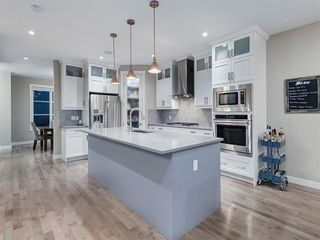 Photo 5: 419 18 Avenue NW in Calgary: Mount Pleasant Semi Detached for sale : MLS®# A1022384