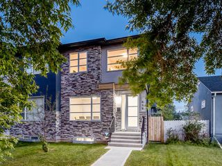 Photo 1: 419 18 Avenue NW in Calgary: Mount Pleasant Semi Detached for sale : MLS®# A1022384