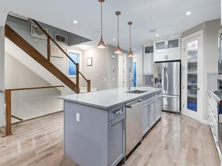 Photo 9: 419 18 Avenue NW in Calgary: Mount Pleasant Semi Detached for sale : MLS®# A1022384