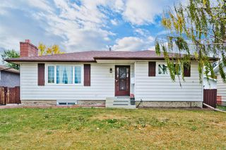 Main Photo: 5012 26 Avenue NE in Calgary: Rundle Detached for sale : MLS®# A1038000
