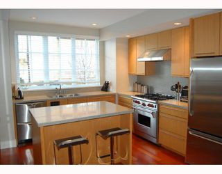 "Photo 4: 906 W 13TH Avenue in Vancouver: Fairview VW Townhouse for sale in ""THE BROWNSTONE"" (Vancouver West)  : MLS®# V812417"