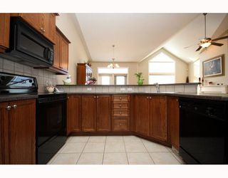 Photo 5: 447 ROCKY VISTA Gardens NW in CALGARY: Rocky Ridge Ranch Townhouse for sale (Calgary)  : MLS®# C3368573