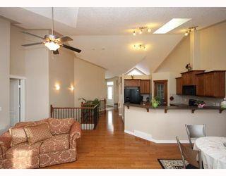Photo 2: 447 ROCKY VISTA Gardens NW in CALGARY: Rocky Ridge Ranch Townhouse for sale (Calgary)  : MLS®# C3368573