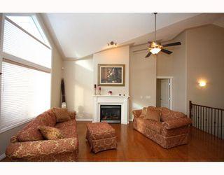 Photo 3: 447 ROCKY VISTA Gardens NW in CALGARY: Rocky Ridge Ranch Townhouse for sale (Calgary)  : MLS®# C3368573