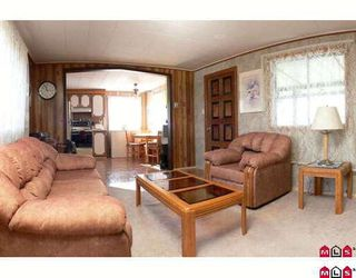 """Photo 2: 89 9950 WILSON Street in Mission: Stave Falls Manufactured Home for sale in """"Ruskin Place"""" : MLS®# F2905229"""