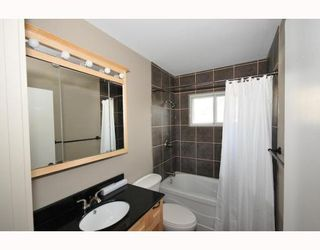 Photo 4: 46 HEALY Drive SW in CALGARY: Haysboro Residential Detached Single Family for sale (Calgary)  : MLS®# C3388908