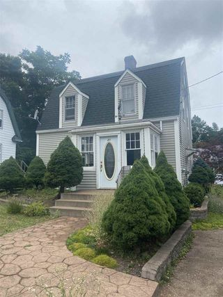 Photo 1: 21 Maple Avenue in New Glasgow: 106-New Glasgow, Stellarton Residential for sale (Northern Region)  : MLS®# 202016265