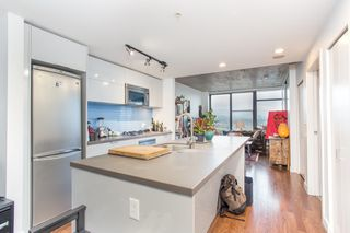 """Photo 5: 2602 108 W CORDOVA Street in Vancouver: Downtown VW Condo for sale in """"Woodwards"""" (Vancouver West)  : MLS®# R2513949"""