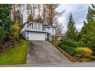 """Photo 2: 2395 MOUNTAIN Drive in Abbotsford: Abbotsford East House for sale in """"Mountain Village"""" : MLS®# R2517927"""
