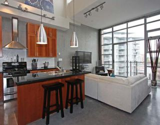 "Photo 5: 605 2635 PRINCE EDWARD Street in Vancouver: Mount Pleasant VE Condo for sale in ""SOMA LOFTS"" (Vancouver East)  : MLS®# V761642"