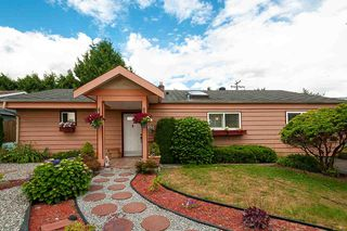 Photo 1: 1210 PINEWOOD Crescent in North Vancouver: Norgate House for sale : MLS®# R2388703