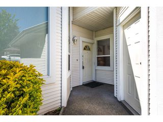 "Photo 2: 100 20655 88 Avenue in Langley: Walnut Grove Townhouse for sale in ""Twin Lakes"" : MLS®# R2398426"