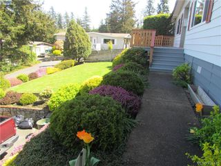 Photo 2: 28 70 Cooper Rd in VICTORIA: VR Glentana Manufactured Home for sale (View Royal)  : MLS®# 838209