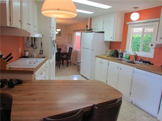 Photo 7: 28 70 Cooper Rd in VICTORIA: VR Glentana Manufactured Home for sale (View Royal)  : MLS®# 838209