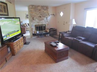 Photo 4: 28 70 Cooper Rd in VICTORIA: VR Glentana Manufactured Home for sale (View Royal)  : MLS®# 838209