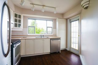 "Photo 7: 304 20120 56 Avenue in Langley: Langley City Condo for sale in ""Blackberry Lane 1"" : MLS®# R2467299"