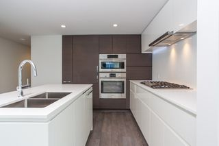 """Photo 3: 1107 5508 HOLLYBRIDGE Way in Richmond: Brighouse Condo for sale in """"RIVER PARK PLACE III"""" : MLS®# R2495810"""