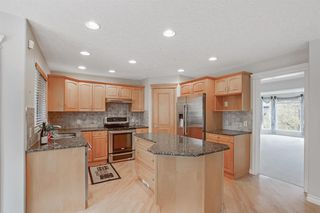 Photo 11: 199 Sienna Park Terrace SW in Calgary: Signal Hill Detached for sale : MLS®# A1042196