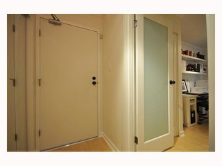 "Photo 3: 107 310 W 3RD Street in North Vancouver: Lower Lonsdale Condo for sale in ""DEVON MANOR"" : MLS®# V788416"