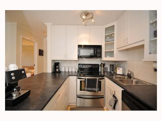"Photo 8: 107 310 W 3RD Street in North Vancouver: Lower Lonsdale Condo for sale in ""DEVON MANOR"" : MLS®# V788416"