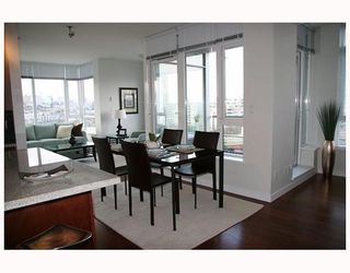 "Photo 6: 802 2055 YUKON Street in Vancouver: Mount Pleasant VW Condo for sale in ""MONTREUX"" (Vancouver West)  : MLS®# V731923"