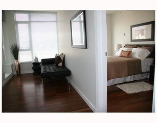 "Photo 10: 802 2055 YUKON Street in Vancouver: Mount Pleasant VW Condo for sale in ""MONTREUX"" (Vancouver West)  : MLS®# V731923"