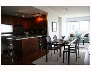 "Photo 5: 802 2055 YUKON Street in Vancouver: Mount Pleasant VW Condo for sale in ""MONTREUX"" (Vancouver West)  : MLS®# V731923"