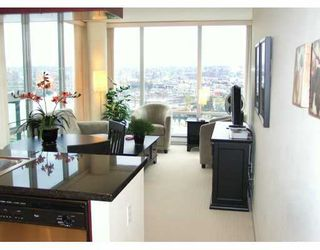 """Photo 3: 1033 MARINASIDE Crescent in Vancouver: False Creek North Condo for sale in """"QUAYWEST"""" (Vancouver West)  : MLS®# V625851"""