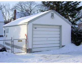 Photo 3: 229 DONALDA Avenue in WINNIPEG: East Kildonan Residential for sale (North East Winnipeg)  : MLS®# 2822432