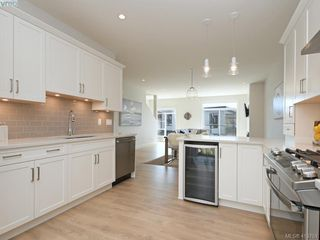 Photo 10: 4 Avanti Pl in VICTORIA: VR Hospital Row/Townhouse for sale (View Royal)  : MLS®# 820565