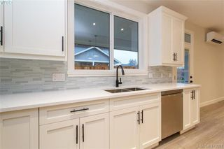 Photo 18: 1030 Sandalwood Court in VICTORIA: La Luxton Single Family Detached for sale (Langford)  : MLS®# 419591