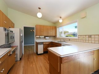 Photo 6: 3005 Devon Rd in Oak Bay: OB Uplands House for sale : MLS®# 843621