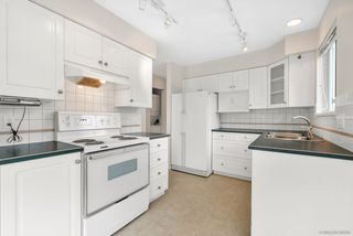 "Photo 2: 310 1576 MERKLIN Street: White Rock Condo for sale in ""The Embassy"" (South Surrey White Rock)  : MLS®# R2487146"