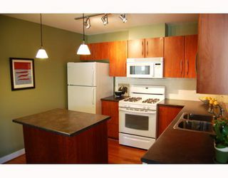 """Photo 8: 402 736 W 14TH Avenue in Vancouver: Fairview VW Condo for sale in """"BRAEBERN"""" (Vancouver West)  : MLS®# V790035"""