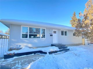 Main Photo: 1414 Louise Avenue in Saskatoon: Holliston Residential for sale : MLS®# SK838583