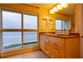 Photo 11: PACIFIC BEACH Condo for sale : 2 bedrooms : 4667 Ocean #408