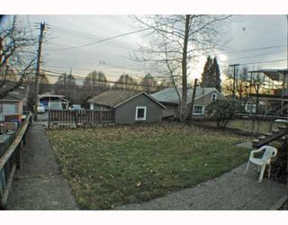 Photo 5: 2742 E 8TH Avenue in Vancouver: Renfrew VE House for sale (Vancouver East)  : MLS®# V751861