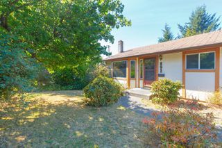 Photo 2: 892 Cecil Blogg Dr in : Co Triangle Single Family Detached for sale (Colwood)  : MLS®# 854643