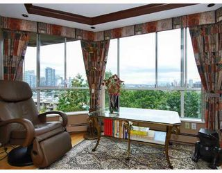 "Photo 5: 806 518 MOBERLY Road in Vancouver: False Creek Condo for sale in ""NEWPORT QUAY"" (Vancouver West)  : MLS®# V736398"