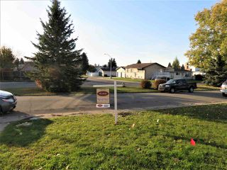 Photo 2: 1051 56 Street in Edmonton: Zone 29 House for sale : MLS®# E4176446