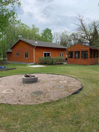 Photo 1: 44 Rycktreau Drive in Lac Du Bonnet: Lee River Falls Residential for sale (R28)  : MLS®# 202011516