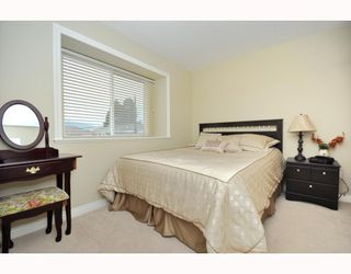 Photo 4: 4659 CANADA Way in Burnaby: Central BN 1/2 Duplex for sale (Burnaby North)  : MLS®# V800858