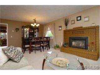 Photo 3: 3826 Mildred Street in VICTORIA: SW Strawberry Vale Single Family Detached for sale (Saanich West)  : MLS®# 253442