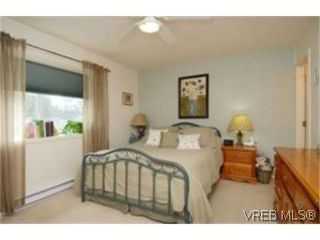 Photo 6:  in VICTORIA: SW Strawberry Vale House for sale (Saanich West)  : MLS®# 484579